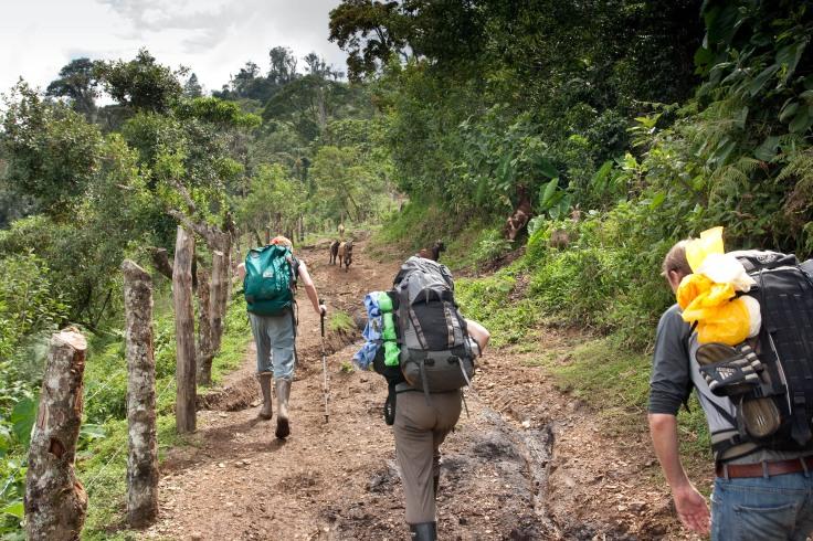 Guatemala volunteers trekking